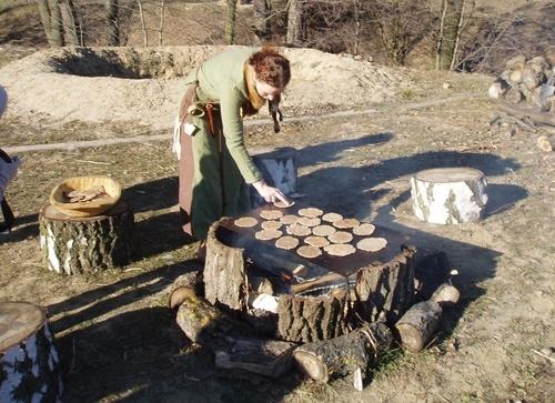 Pierwotne smaki w gockiej faktorii - przygotowanie placków
