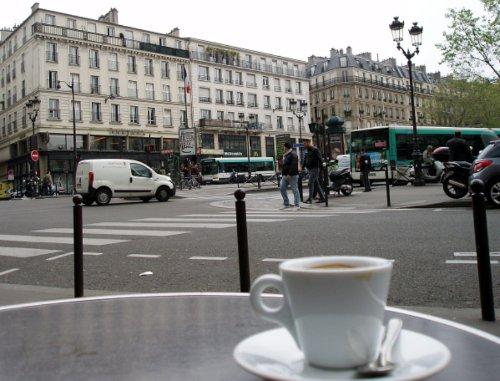 Kawa na placu Pigalle
