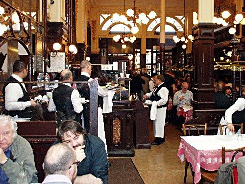 Podróż soczysta berlińsko-paryska - Le Bouillon Chartier - obsługa