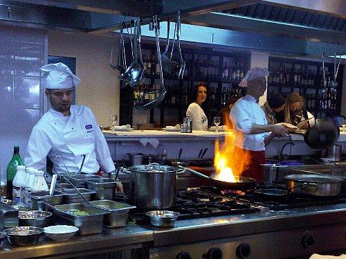 Restauracje tradycyjne - U Kucharzy w Sopocie - flambirowanie