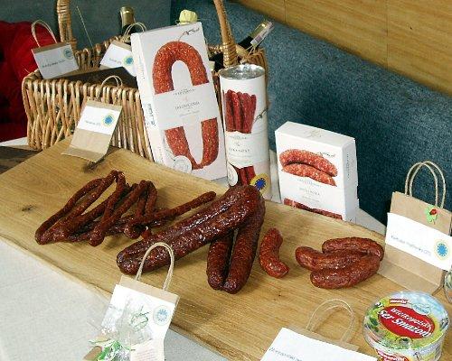 Stół z produktami tradycyjnymi