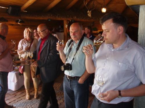 """Winnica """"Pod Orzechem"""" - degustacja wina przez Krytyka Kulinarnego Artura Michnę"""
