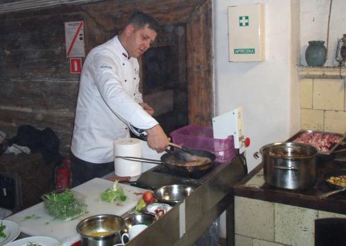 Przygotowanie do kolacji - klub kolacyjny w Chrystkowie
