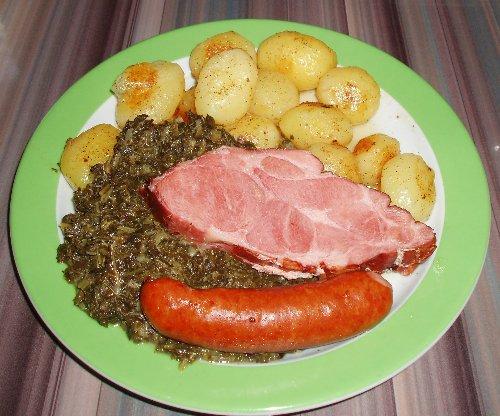 Grünkohl mit Kasseler und Kochwurst