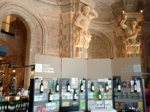 Klosterneuburg - wnętrze i sklepik z winami