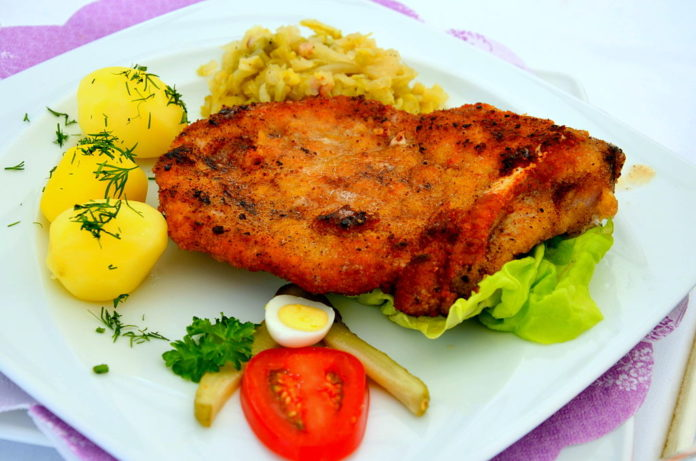 Kotlet schabowy / fot. Silar (wikipedia)