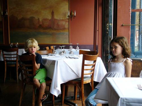 Restauracje - strefy wolne od dzieci? /fot.  George Hackett