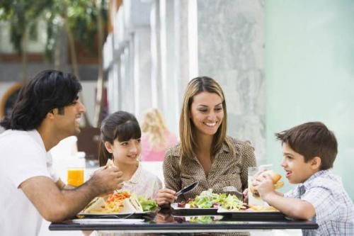 Dzieci w restauracji? / fot. Tetra Pak