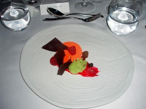 Finansjerki z kremem z rokitnika, biszkoptem jogurtowym i sosem malinowym (Tomasz Deker)