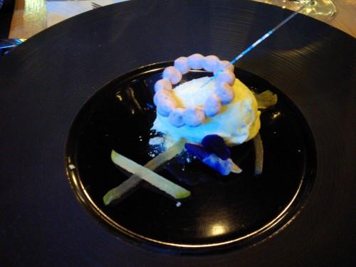 sorbet ogórkowo-marakujowy z porzeczkową bezą, kompresowanym jabłkiem i zielonym anyżem (P. Mieszała)