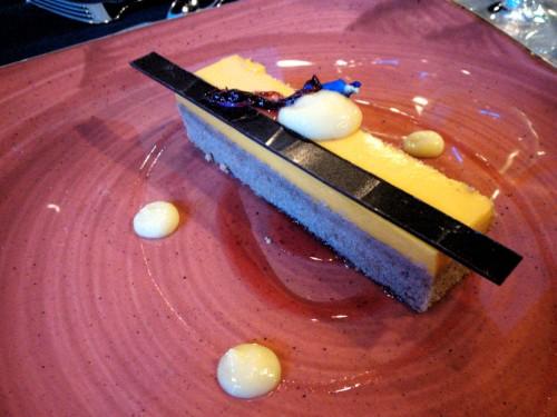 brownie z mlecznej czekolady z kremem z mango (P. Mieszała)
