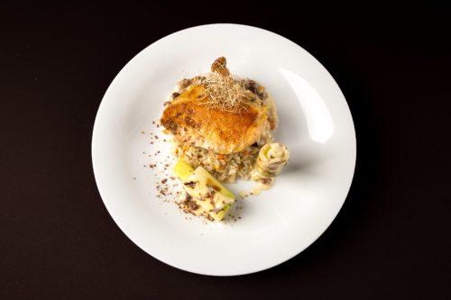 Restauracja Winne Grono, kaszubskie ferkase, pierś z kurczaka kukurydzianego, sous-vide w potrawce, ryż z warzywami, brunaise, por (fot. I. Kowalska)