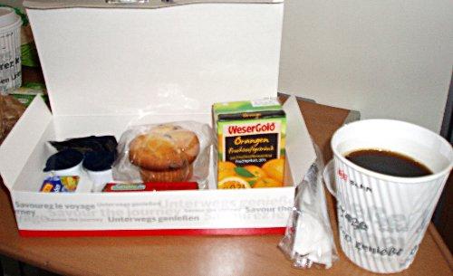 Podróż soczysta berlińsko-paryska - śniadanie w pociągu