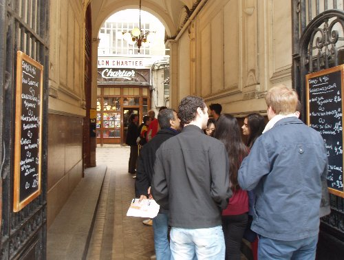 Podróż soczysta berlińsko-paryska - Le Bouillon Chartier - kolejka