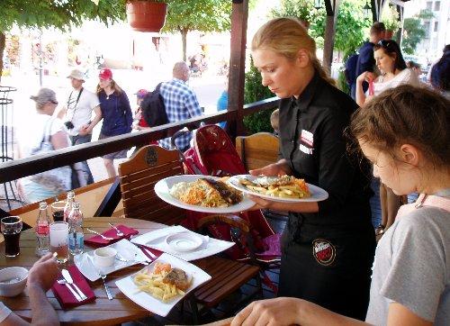 Ustka z brytyjskim akcentem - widok z tarasu restauracji Molo