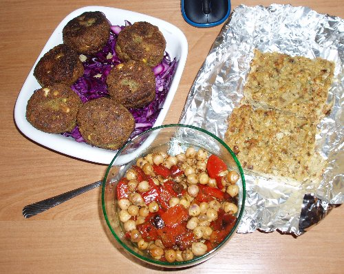 Pasztet, sałatka, falafel