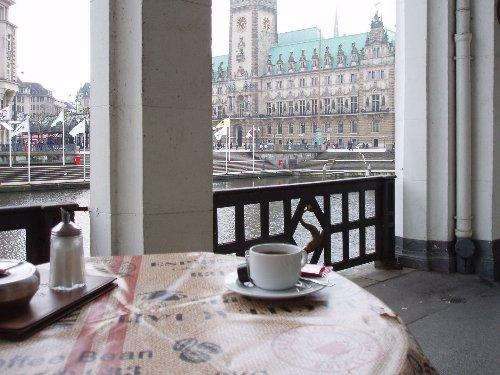 Kawa. Z widokiem na plac ratuszowy