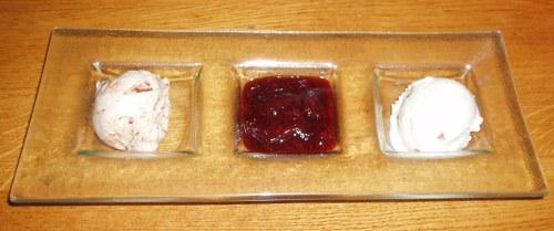 Duszone śliwki i lody