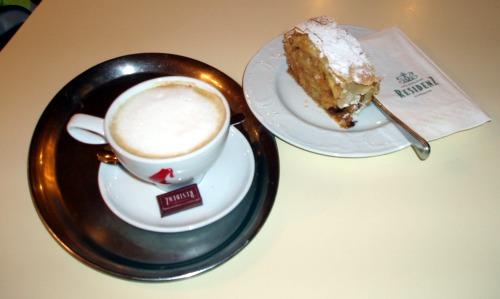 Kawa i Apfelstrudel