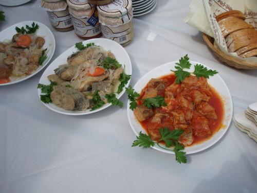 Filety i pulpeciki z karpia w zalewie octowej oraz w pomidorach