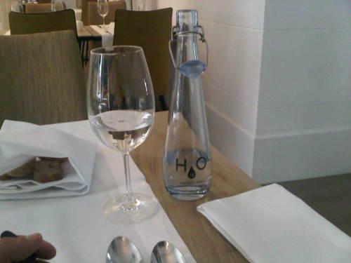 "Woda w restauracji ""Signature"""