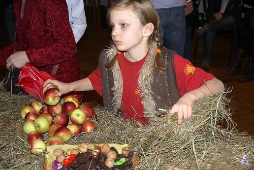 Zwyczaj kładzenia sianka sięga tradycji starosłowiańskiej / fot.  Petrus _