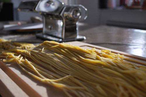 Spaghetti - nie występuje w oryginalnym przepisie na tagliatelle al ragù