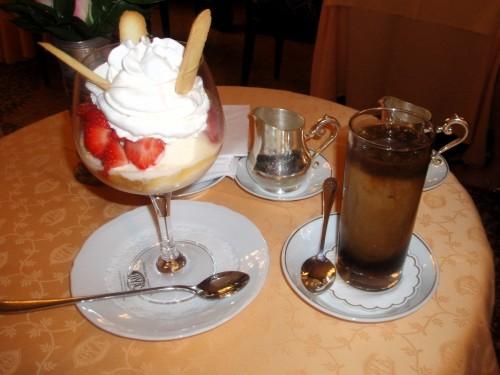 Deser lodowy Coppa Delizia i mrożona kawa