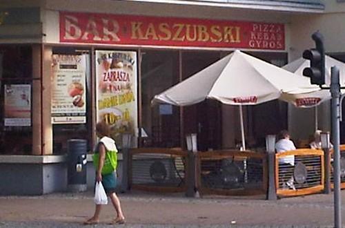 """Bar Kaszubski serwuje """"tradycyjne dania"""": pizza, kebab i gyros"""