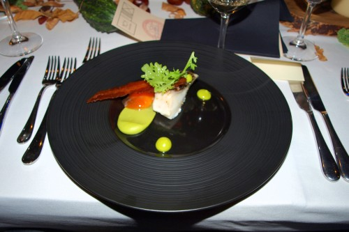 Kawałek pieczonego halibuta w towarzystwie kremowego żółtka, Cucina, Poznań
