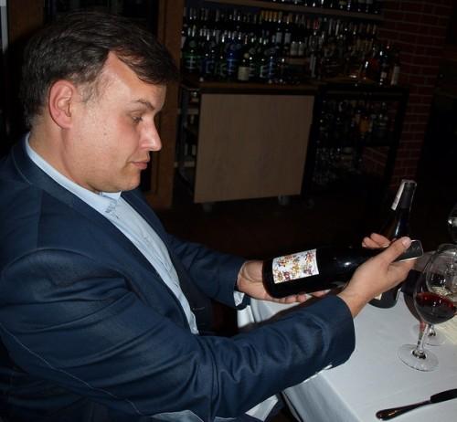 Krytyk Kulinarny Artur Michna i wino. Dość drogie wino.