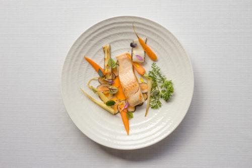 Żabusia - Troć wędrowna - troć wędrowna, smażona i marynowana w occie ryżowym marchew i skorzonera, majonez koperkowy, olej z jagody rokitnika / fot. Noc Restauracji