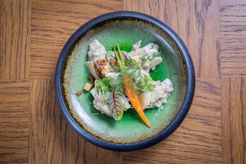 Magiel Hotel Almond - Rzeźbione pierożki z kaczki - kaczka, oliwa pietruszkowa, tarty ser Bursztyn / fot. Noc Restauracji