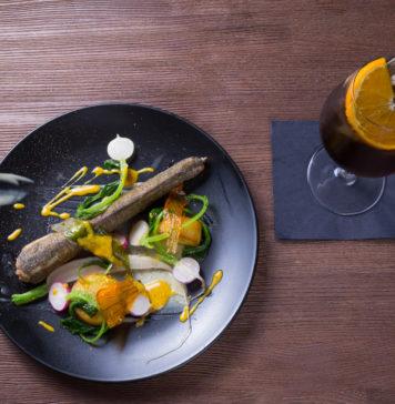 Ryba belona - belona, fondant ziemniaczany, warzywa sezonowe, czosnek niedźwiedzi, sos winny, ziołowe pesto / fot. Noc Restauracji
