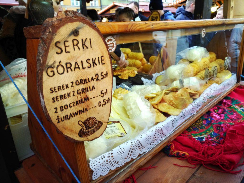 Tradycyjne serki góralskie na jarmarku we Wrocławiu