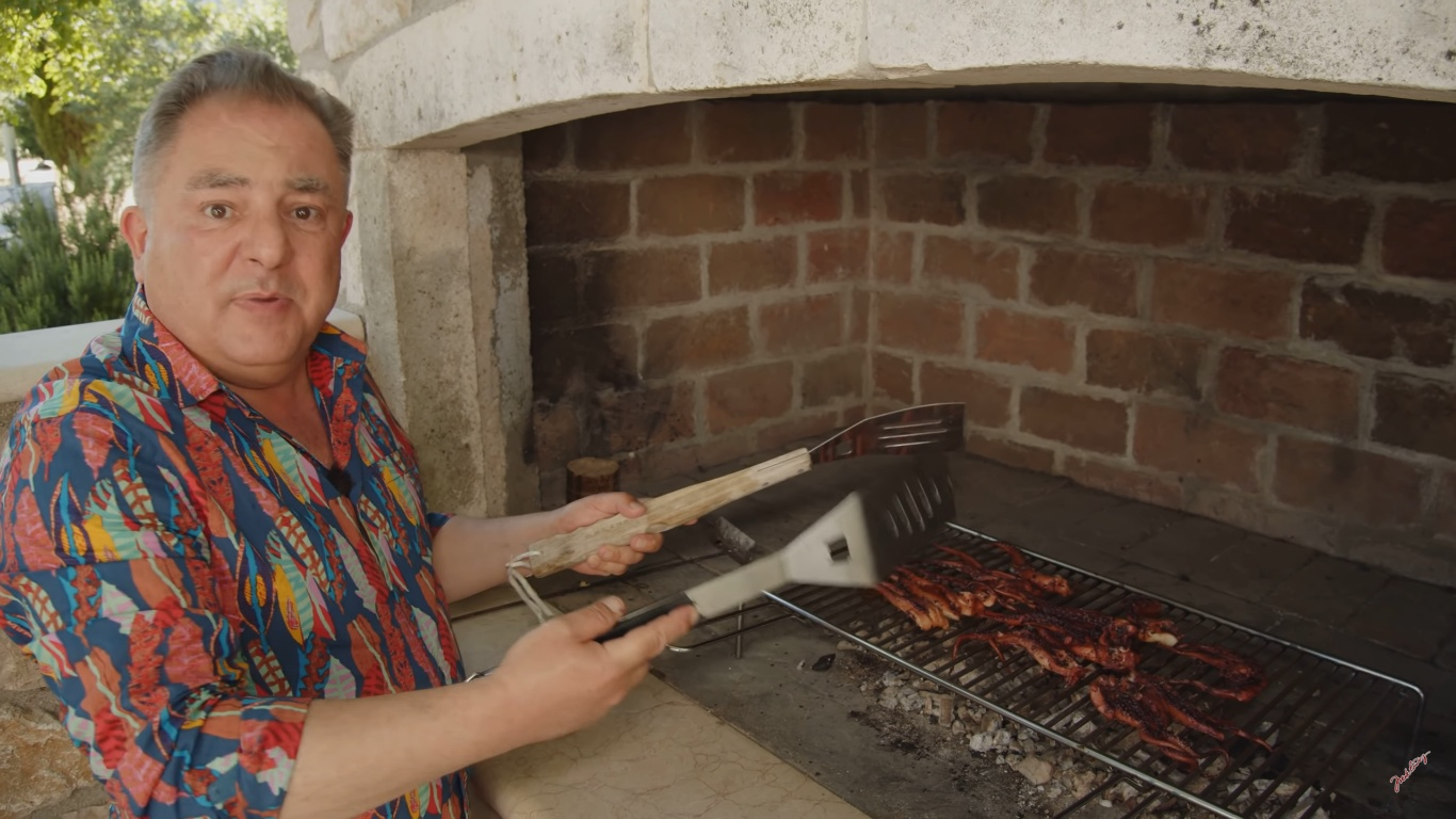 Robert Makłowicz w Dalmacji (fot. kadr z youtube - https://www.youtube.com/channel/UCCT_JGIn9I9FS6OTzzqWEew)