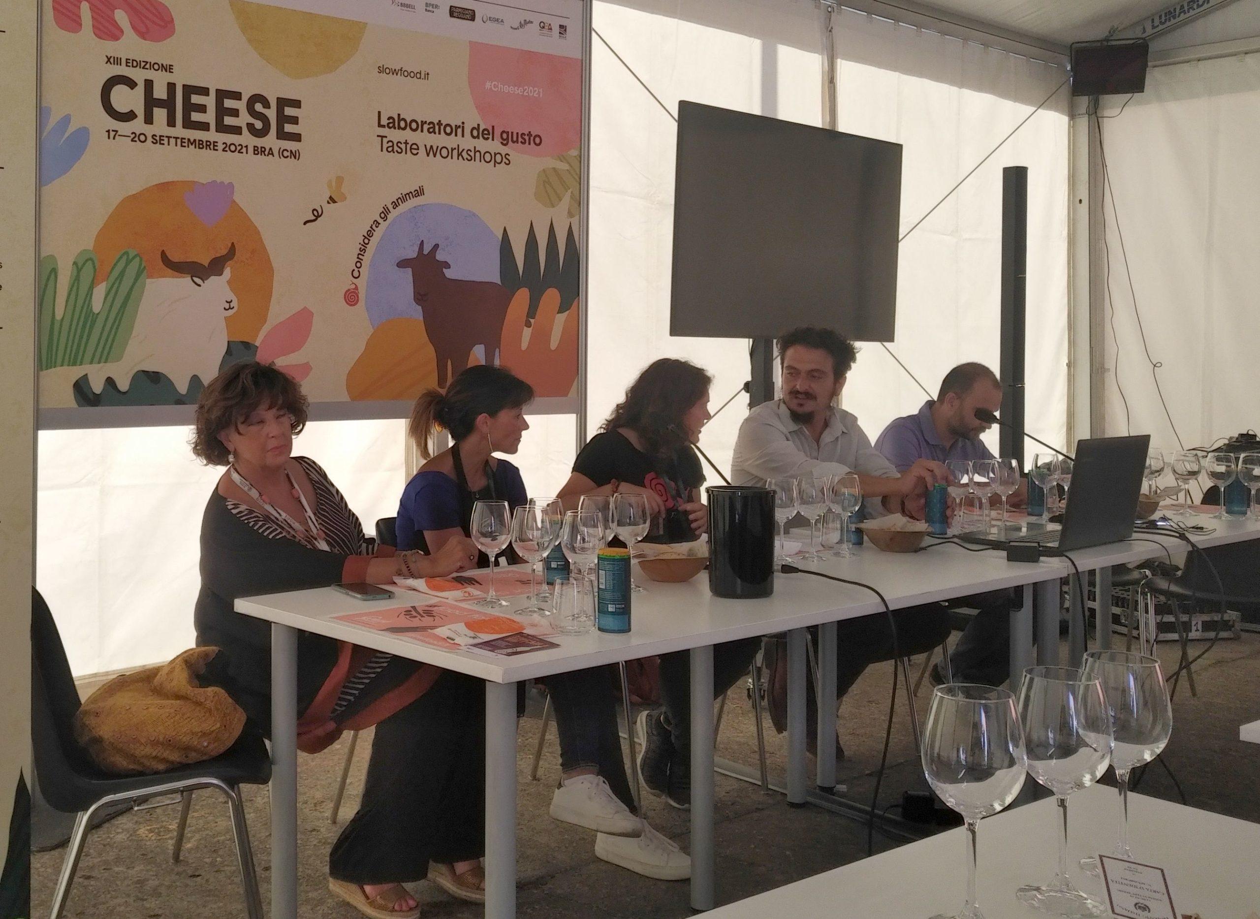 Panel dyskusyjny laboratorium smaku Znaczenie dobrostanu zwierząt na przykładzie świń z wolnego wypasu, Cheese 2021